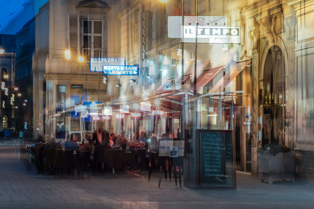 Wiener Straßenszene – Doppelbelichtung (series Vienna d-e shots - 02)